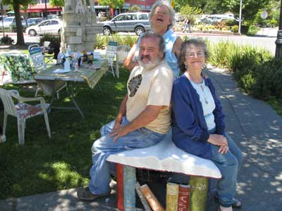 Sculpture Jam sculptors, Beth Hartmann, David Furger, Sara Schomp, enjoy thei book bench